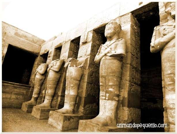 Templo de Karnak faraones en sepia