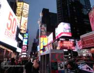 Gente caminando en Times Square