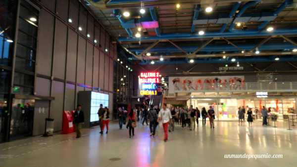 Hall de planta baja del Centro Pompidou