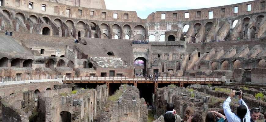 Turistas en el Coliseo Romano