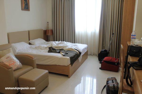 Habitación desordenada del Gia Vien Hotel
