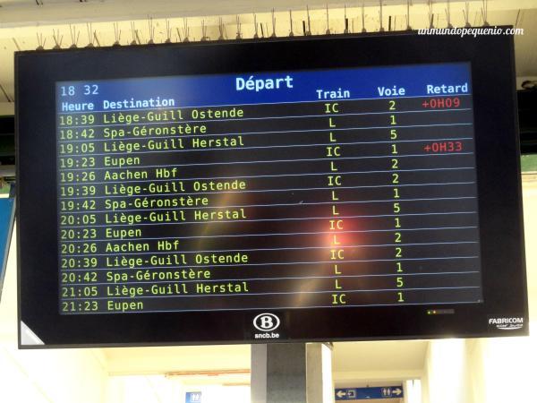 pantalla-con-horarios-de-tren
