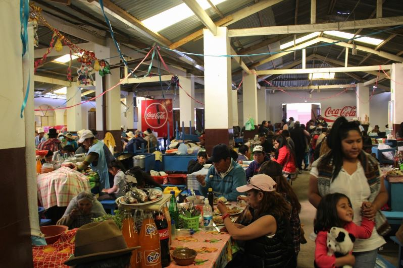 Comedor Popular du Mercado Modelo de Copacabana en Bolivie
