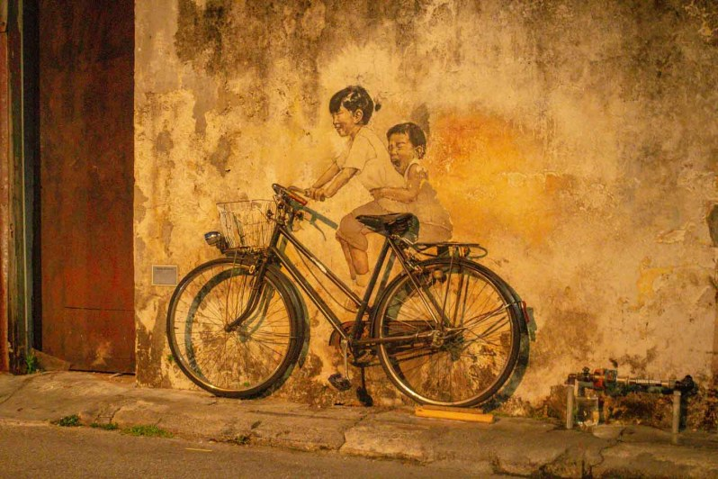 "Oeuvre ""Children on a bicycle"" à Penang"