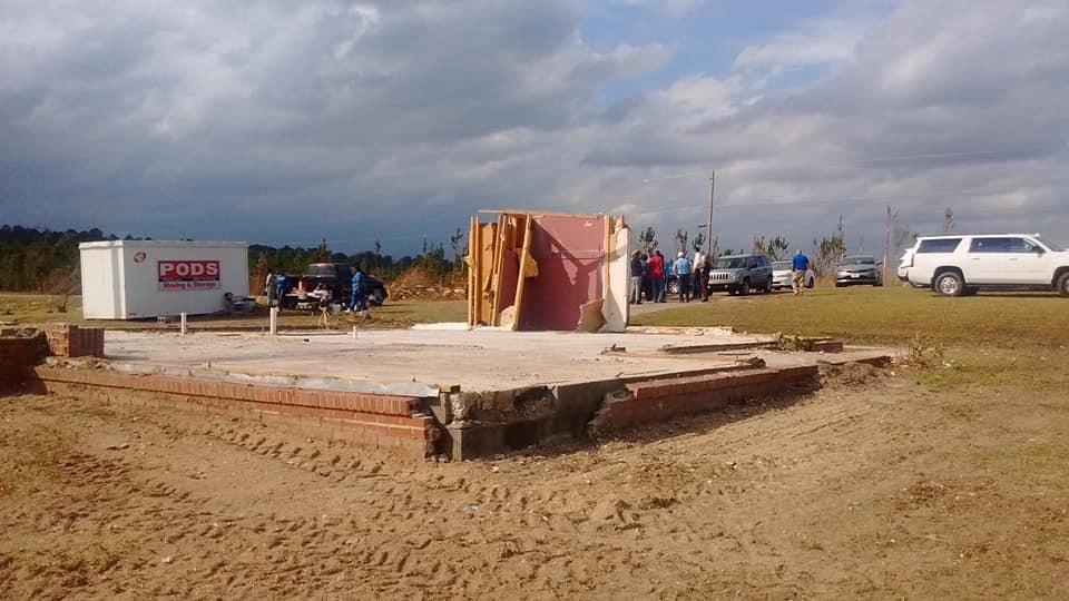 El cuarto de oración de la abuela soporta el tornado EF4 en Alabama
