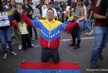 EN MEDIO DE LA CRISIS, CRECE EL NÚMERO DE VENEZOLANOS QUE SE VUELVEN A DIOS