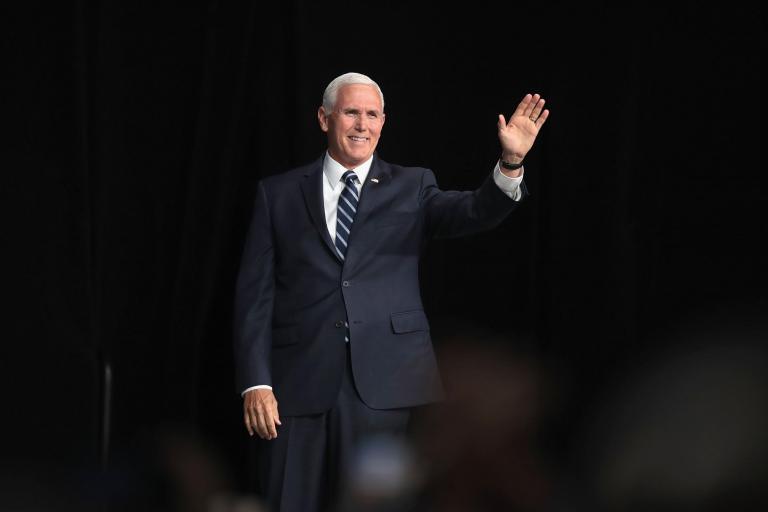 Mike Pence advierte a los graduados de Liberty University que 'estén listos' para los ataques a su fe cristiana