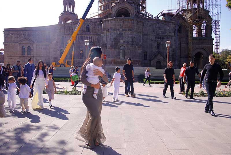 Kim Kardashian bautiza a sus hijos en Armenia
