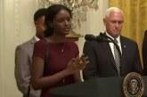 Trump no puede evitar sonreír mientras una joven inmigrante africana hace una oración apasionada en la Casa Blanca