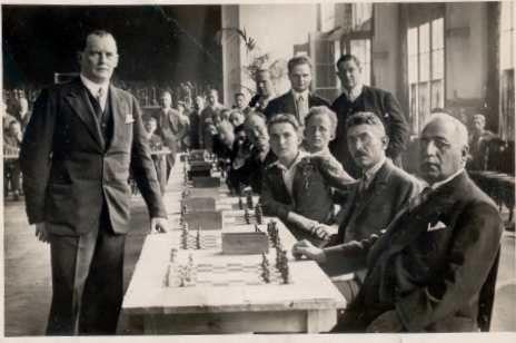 Alekhine in simultanea a Liegi, 18 agosto 1930