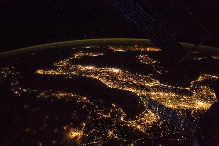 Italia dal satellite (S-N)