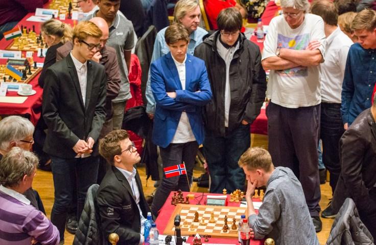 IOM2017 - Carlsen 1° turno con spettatori (E)
