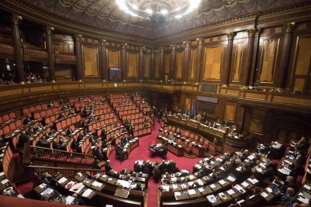 Senato semivuoto