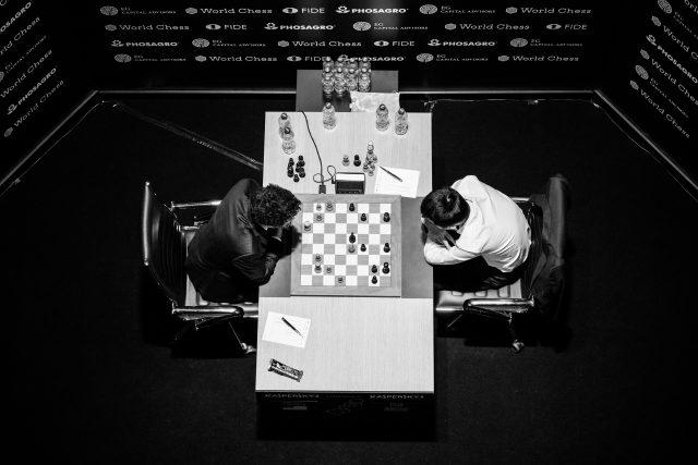 Candidates 2018 - R9, Caruana-Ding Liren dall'alto dopo 27. ... Txb8