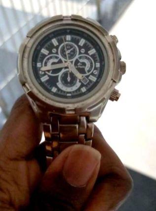 L'orologio analogico indossato da Adhiban (foto dello stesso Adhiban)