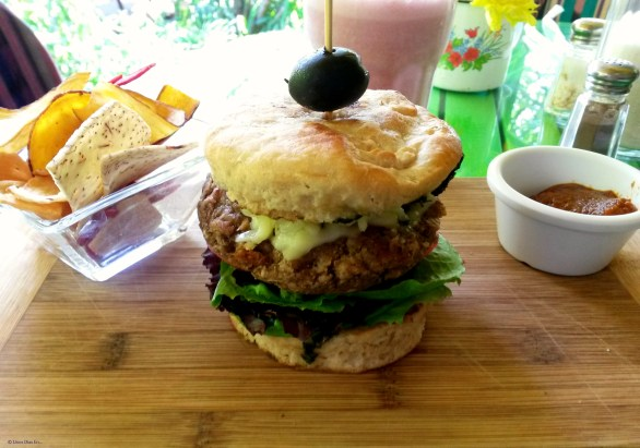 Burger at one of my favorites places in Antigua: Sabe Rico