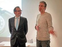 Thomas Röwekamp und ich bergrüßen die zahlreichen Gäste ...
