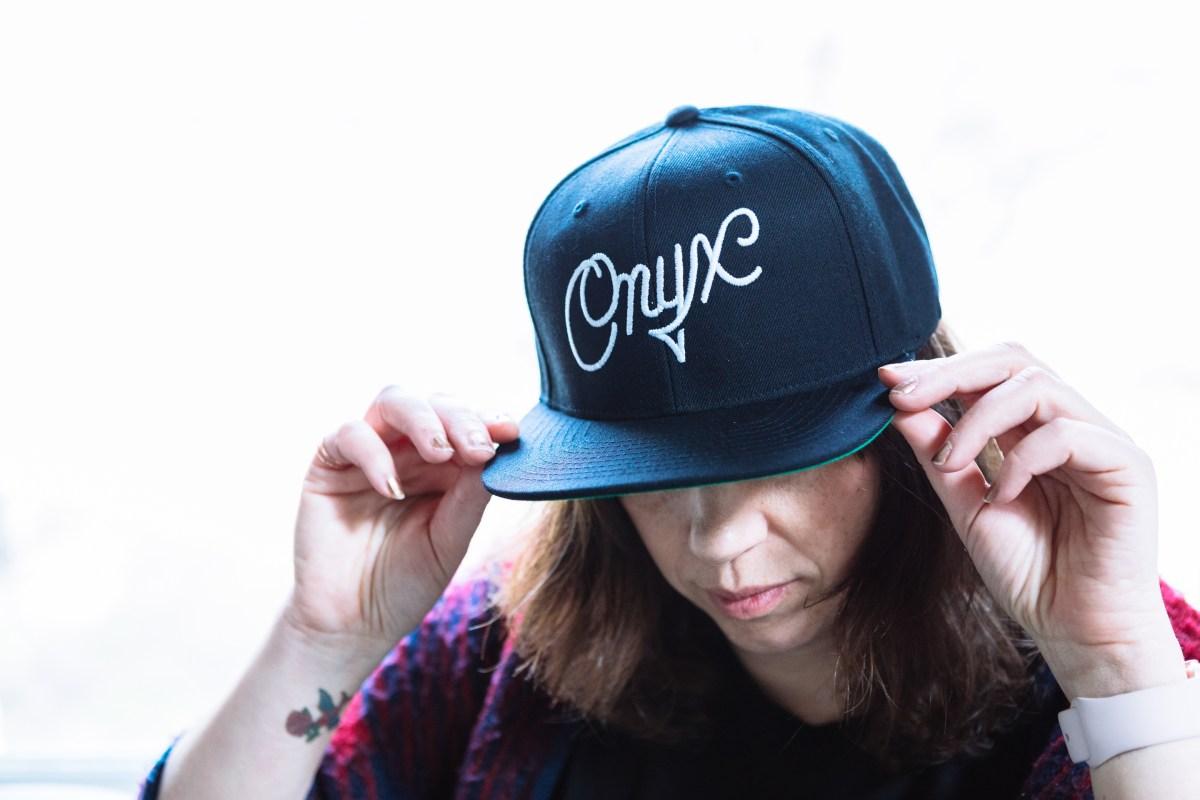 Onyx hat