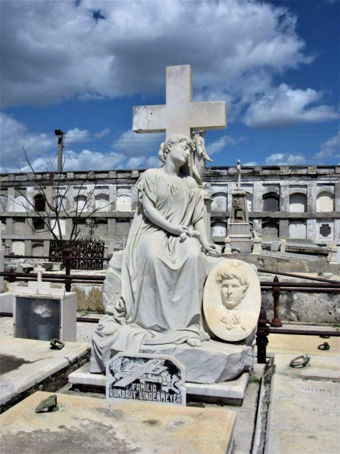 Cementerio de la Reina Cienfuegos Cuba dying of a broken heart