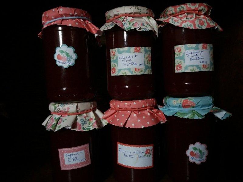 jars of édes cseresznye sweet cherry butter