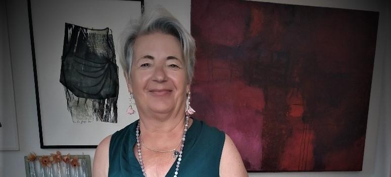 Eva Gladys Thommen in her gallery in Pécs
