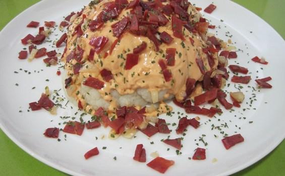 Coliflor con salsa rosa y jamón
