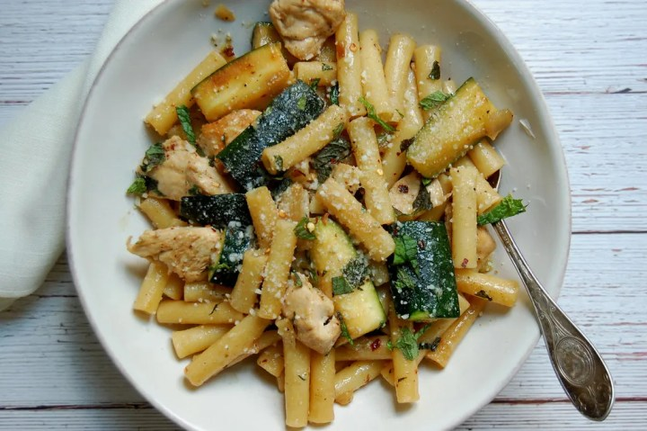Pasta With Chicken, Zucchini and Mint