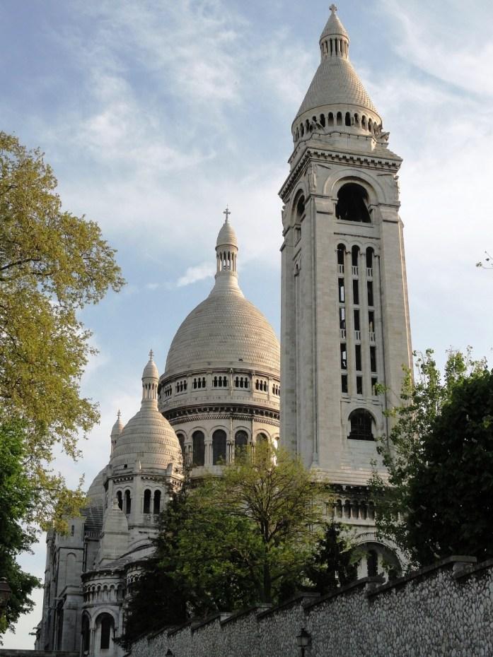 La Basilique du Sacré-Coeur depuis le parc de la Turlure