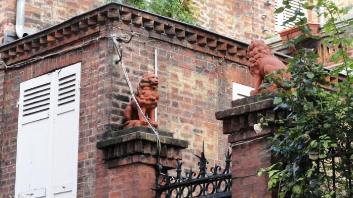Rue de Lesseps, Paris 20e - Lions