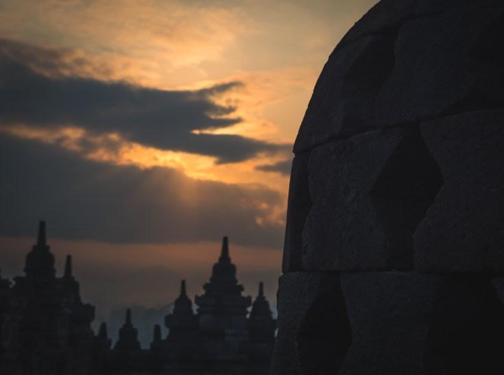 Lever de soleil sur Borobudur