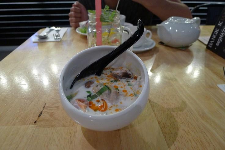 Une petite Tom Kha Gai, un avant-goût de la cuisine thaï au resto Bangkok Jam