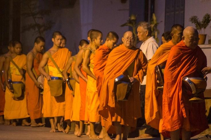 Luang Prabang - Cérémonie de l'aumône