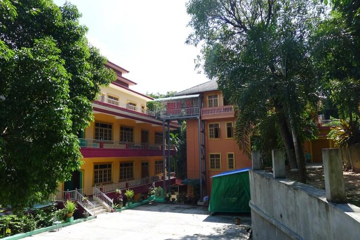 Myanmar - Yangon Monastère