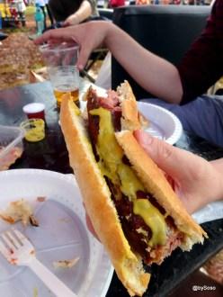 Hot dog avec saucisse allemande, marché de noël Kenya