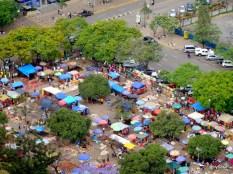 Vue aérienne d'un marché de rue à Nairobi, Kenya