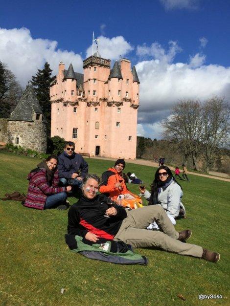 Pique-nique-sur-lherbe-Craigievar-Castle