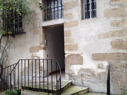 Escalier où étaient attendus les prêtres pour le massacre