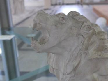 Le lion pleurant