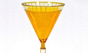 Verre à vin d'Otto Prutscher, Autriche, vers 1905-1907. Verre soufflé, doublé et taillé. Dimension : H. 21,2 cm © Galerie Kovacek