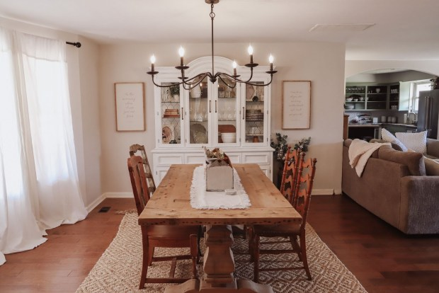farmhouse cottage style dining room