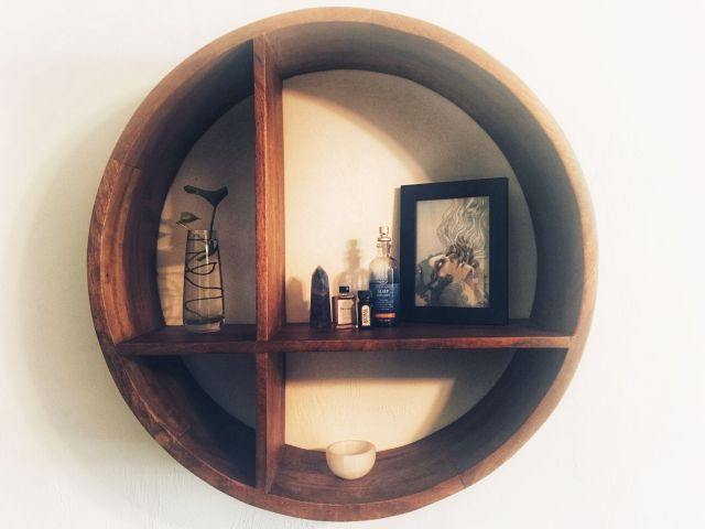 Bedroom shelf
