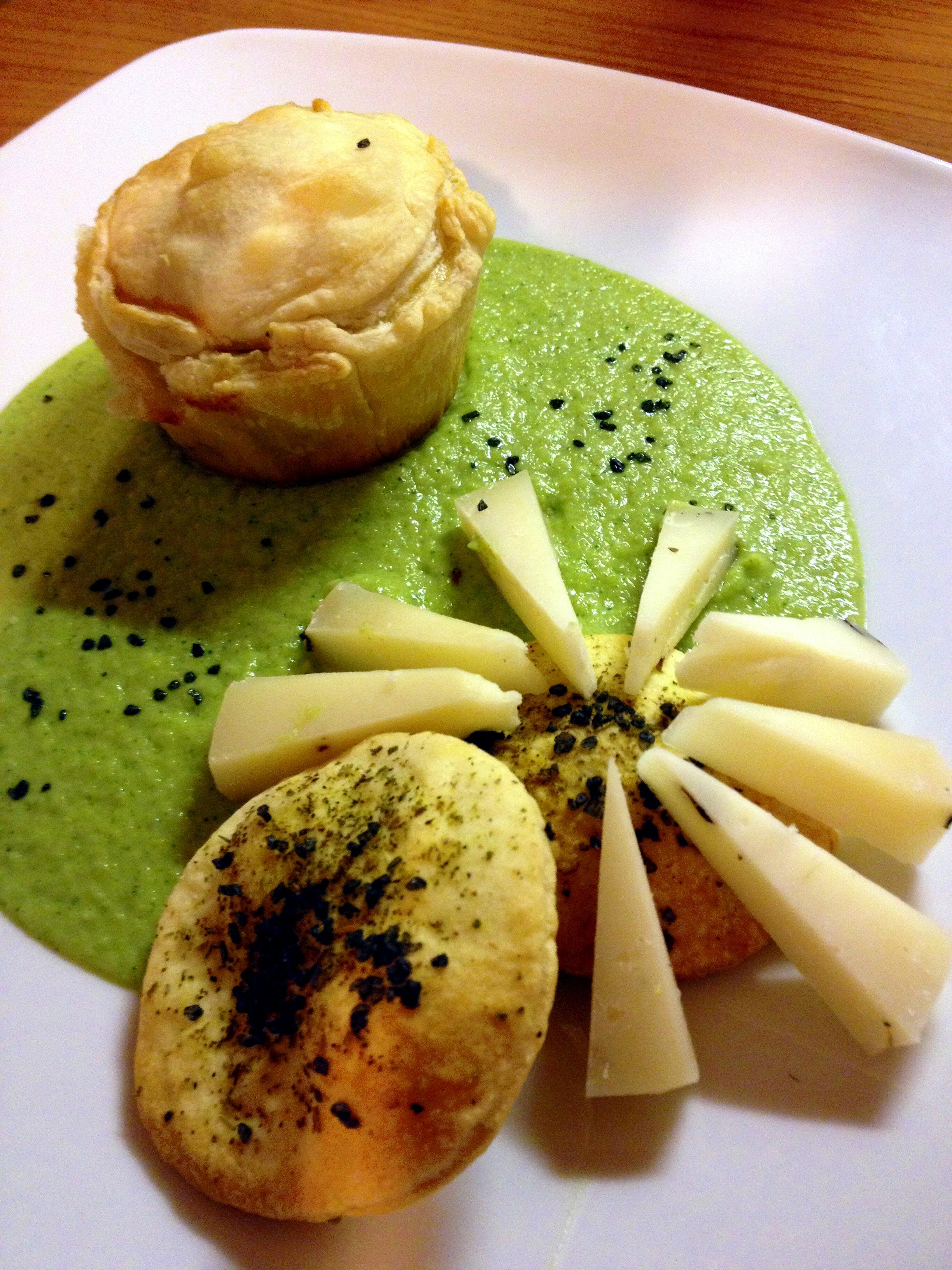 Tortino con broccoli siciliani, mozzarella di bufala e olive taggiasche