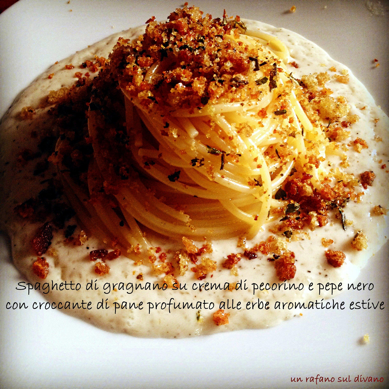 Spaghetti crema di pecorino con croccante di pane alle erbe aromatiche