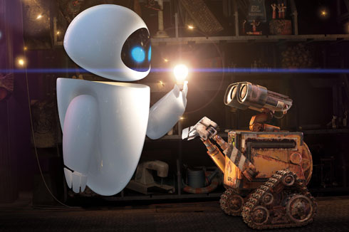 EVA delante de Wall-E enseñándole una chispa de luz
