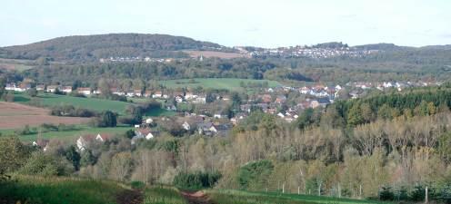 Herrliche Aussicht vom Sassenwald auf Thalexweiler und ganz im Hintergrund Dörsdorf.