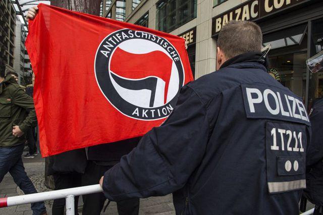 Linksextremisten greifen Ignaz Bearth sowie weitere Mitglieder der PNOS an