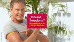 Impf-Propaganda mit David Hasselhoff: durch die Spritze zur Freiheit