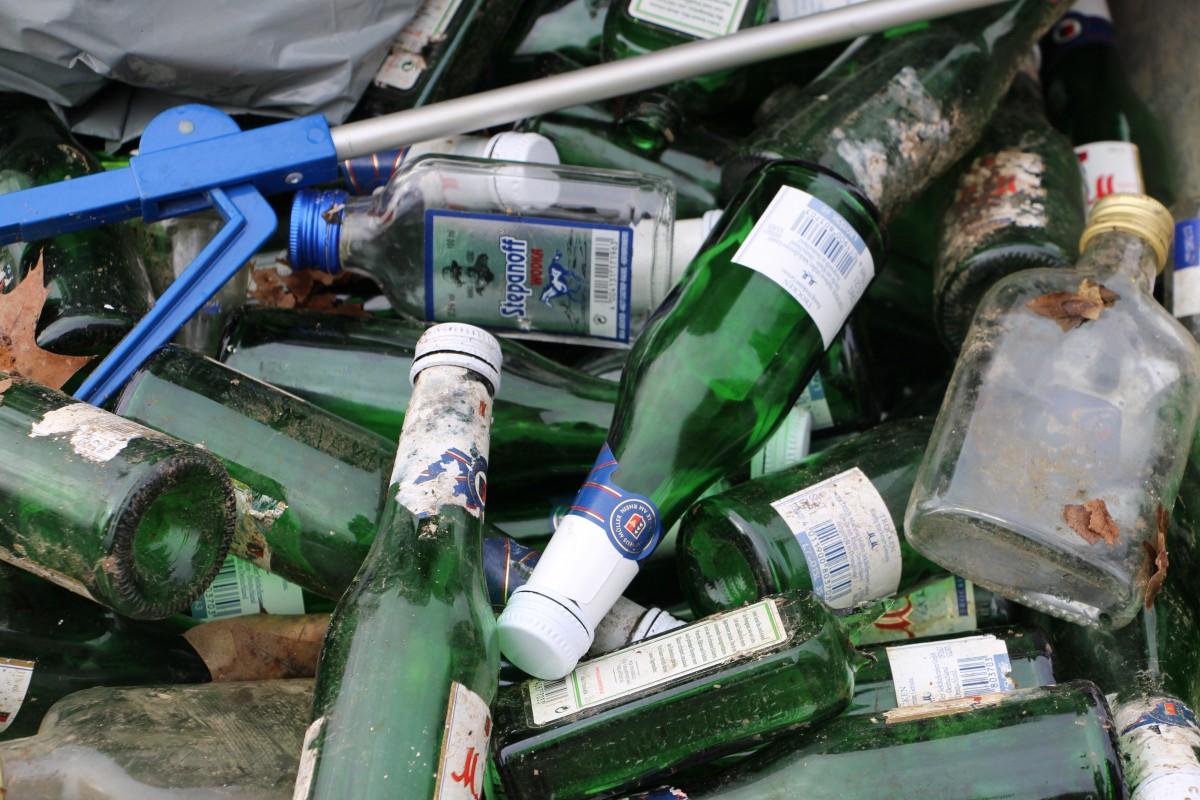 Foto von einer Vielzahl gefundener Flaschen