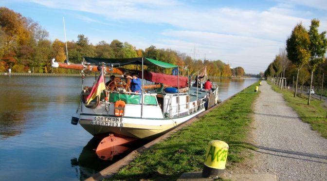 """Kanalfahrt mit dem Plattbodenschiff """"Vertrouwen"""" von Dortmund nach Henrichenburg"""