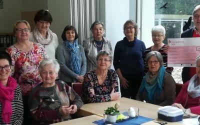 Villa Friedlinde: Eifrige Handarbeitsdamen stricken für guten Zweck